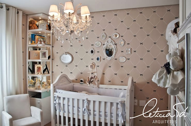 Nursery/kid's room by Leticia Sá Arquitetos, Classic