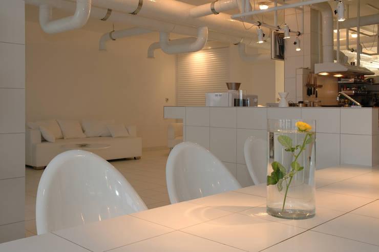 Кухня белого дома: Гостиная в . Автор – Archivolto