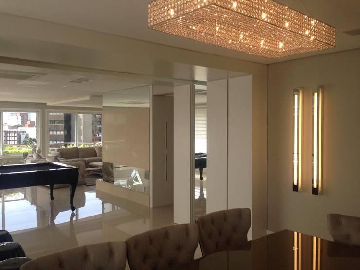 JANTAR & APROVEITAR : Salas de jantar  por Motta Viegas arquitetura + design,