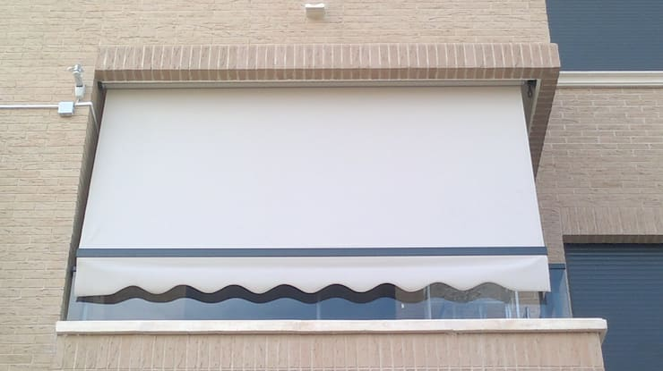 Balcones y terrazas de estilo moderno por TOLDOS TOLVEN