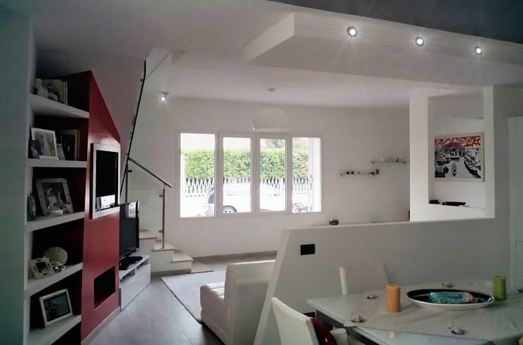 Zona pranzo: Sala da pranzo in stile in stile Moderno di Sergio Bini