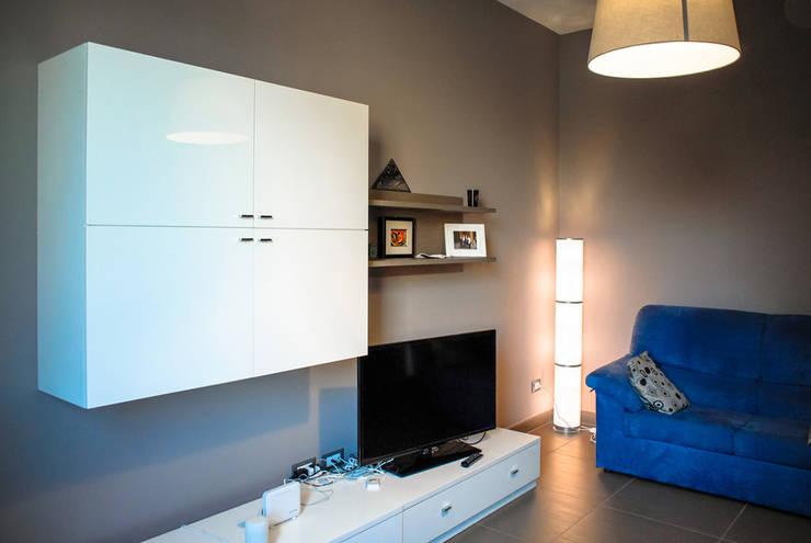 sala: Soggiorno in stile in stile Moderno di Alessandro D'Amico