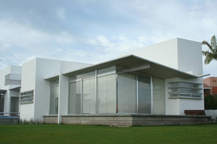 Casa Aburto: Casas de estilo  por VG+VM Arquitectos