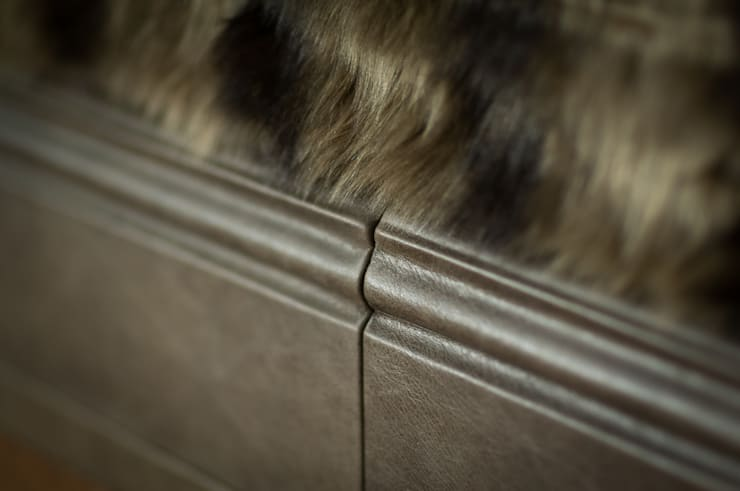 Skirting boards covered in leather :  Living room by Mille Couleurs London