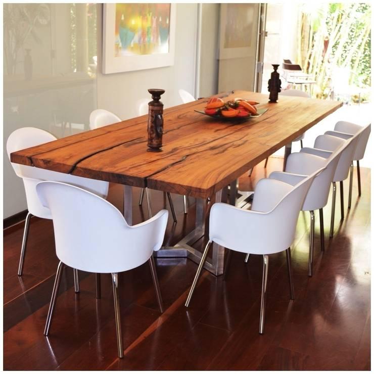Mesa Boulle em madeira maciça e pés cromados: Sala de jantar  por Boulle