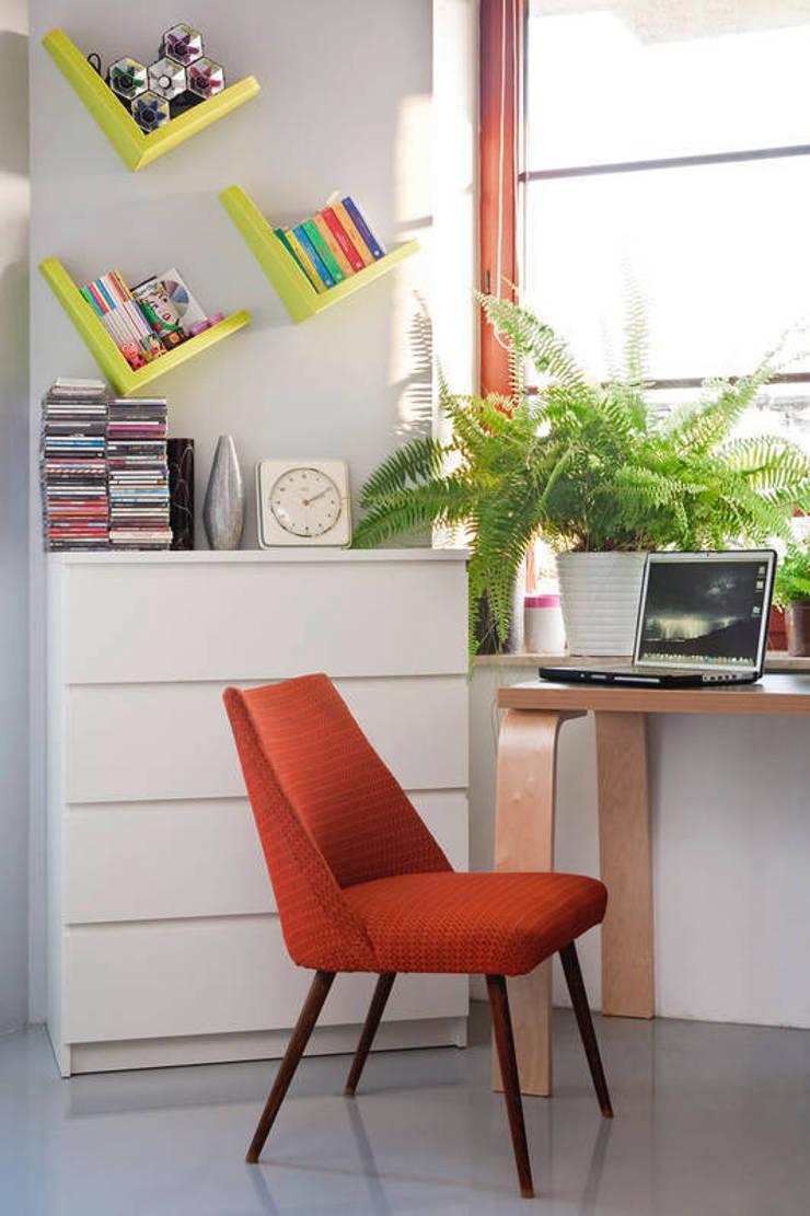 Mieszkanie 54 m2. Warszawa Praga : styl , w kategorii Domowe biuro i gabinet zaprojektowany przez Pracownia Silvergrey