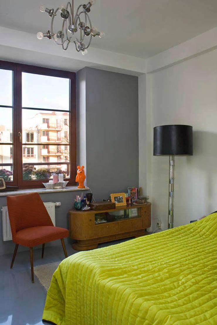 Mieszkanie 54 m2. Warszawa Praga : styl , w kategorii Sypialnia zaprojektowany przez Pracownia Silvergrey