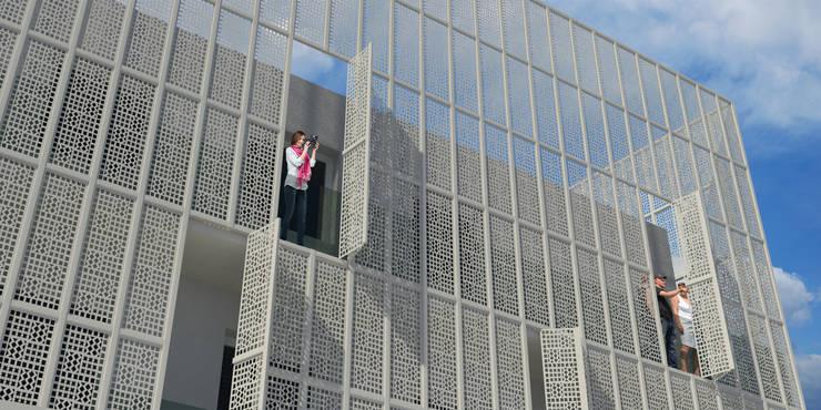 Progetto architettonico di edificio direzionale-residenziale, Comune di Assisi:  in stile  di Fabricamus - Architettura e Ingegneria