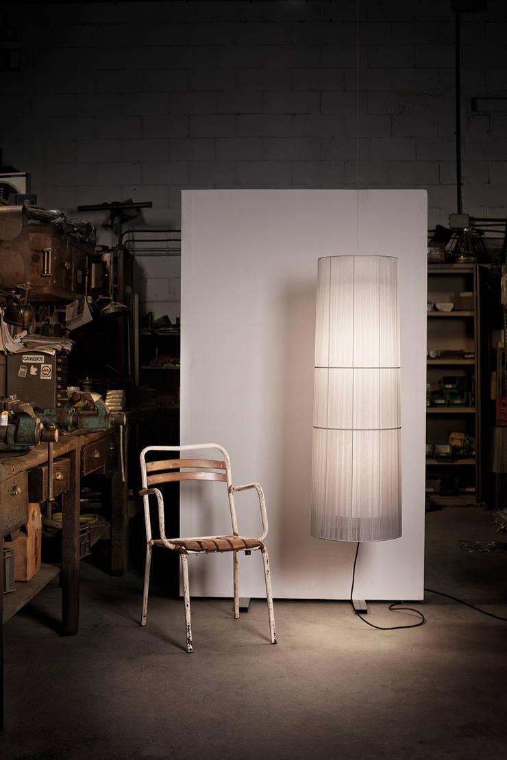 Indiana 1001/120 CG: Hogar de estilo  de Jou Diseño & Luz