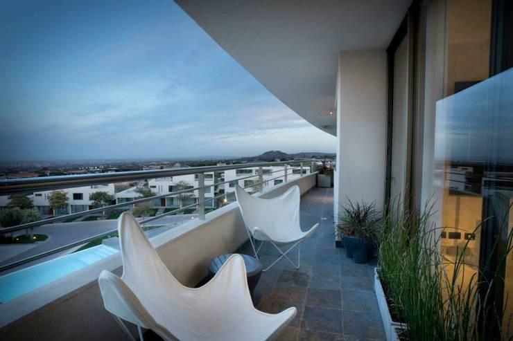 Departamento en Pedemonte: Terrazas de estilo  por Cohen - Reig Arquitectura & Interiorismo