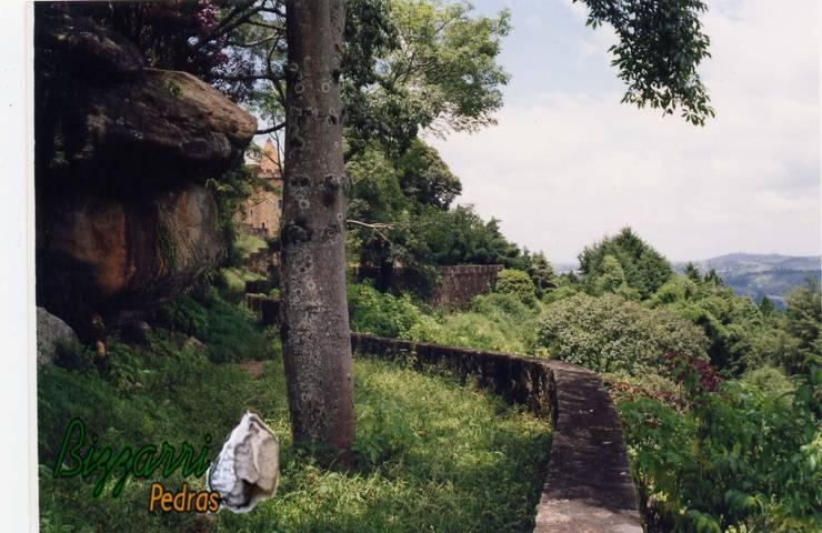 Muro de pedra no castelo: Casas  por Bizzarri Pedras,Rústico