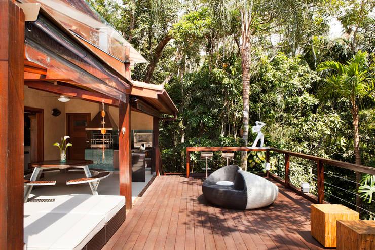 Iporanga – Guarujá: Terraços  por Infinity Spaces
