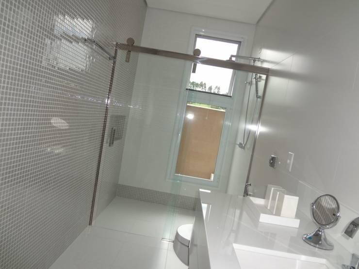 COLORMIX - PASTILHAS DE VIDRO: Banheiros  por tess