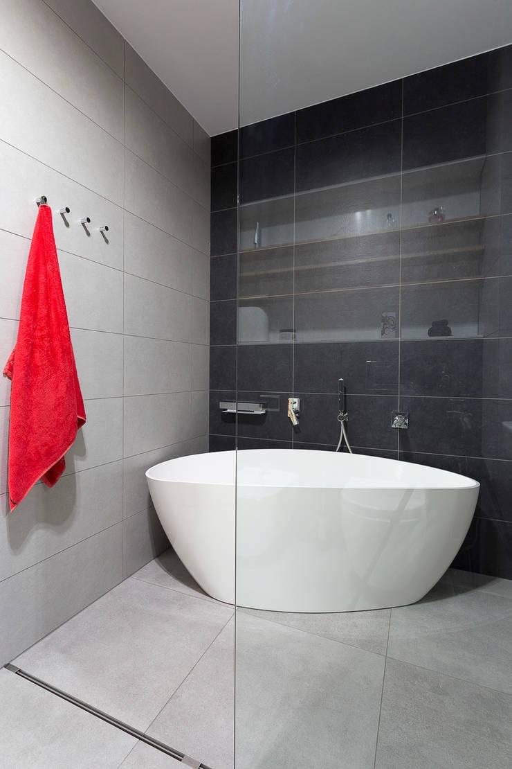 łazienka: styl , w kategorii Łazienka zaprojektowany przez Jacek Tryc-wnętrza,Minimalistyczny