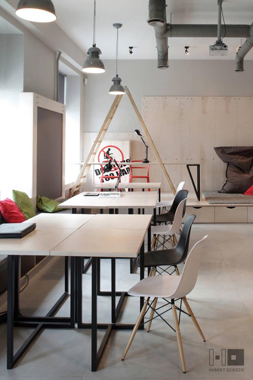 BIURO COWORKINGOWE : styl , w kategorii Przestrzenie biurowe i magazynowe zaprojektowany przez Hubert Dziedzic Architektura Wnętrz