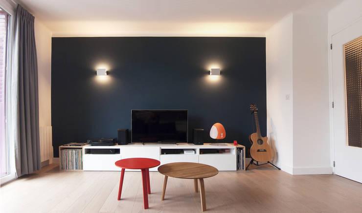 Salon: Salon de style de style Moderne par Antoine Chatiliez