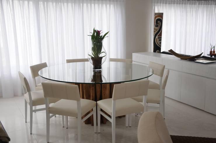 CASA SWISS PARK: Salas de jantar  por Renata Amado Arquitetura de Interiores,Rústico