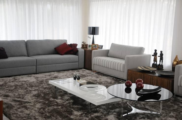CASA SWISS PARK:   por Renata Amado Arquitetura de Interiores,Moderno