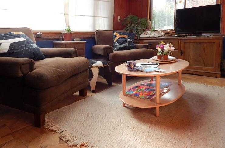 MESA NUEBE LENTICULAR: Livings de estilo  por TocToc - Muebles y Objetos Argentinos