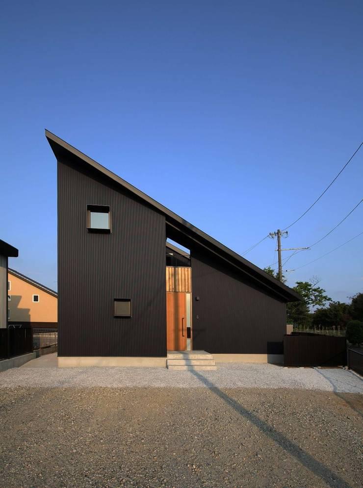 忍者の住む家: 秀田建築設計事務所が手掛けた家です。,モダン