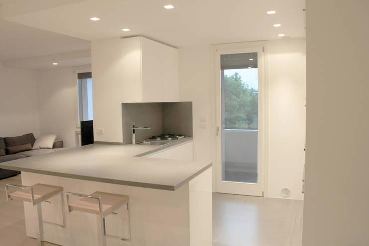Cucina: Cucina in stile in stile Moderno di Davide Ceron Architetto