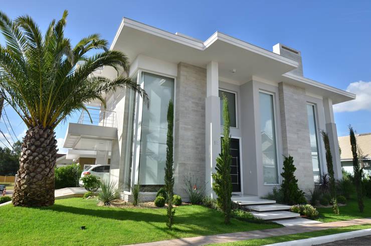RESIDÊNCIA V+L: Casas modernas por ANDRÉ PACHECO ARQUITETURA