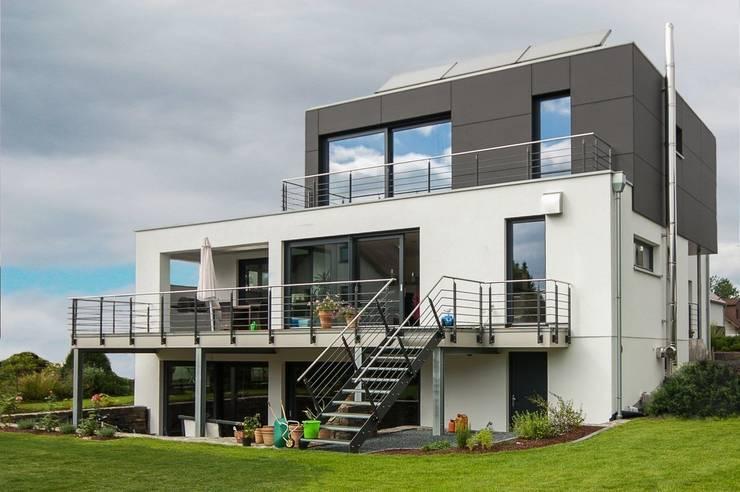 บ้านและที่อยู่อาศัย by Architekturbüro Stefan Schäfer