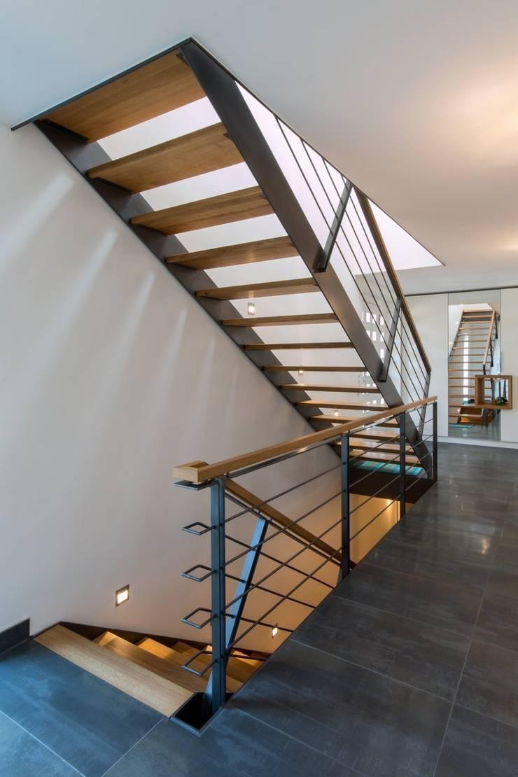 Modern Corridor, Hallway and Staircase by Architekturbüro Stefan Schäfer Modern
