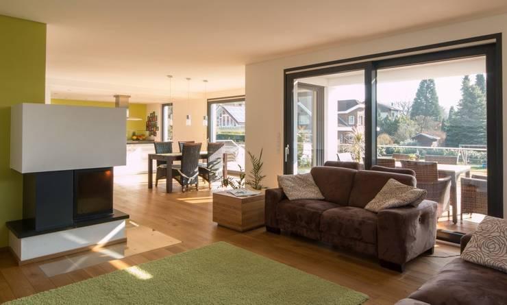 Haus S.:  Wohnzimmer von Architekturbüro Stefan Schäfer