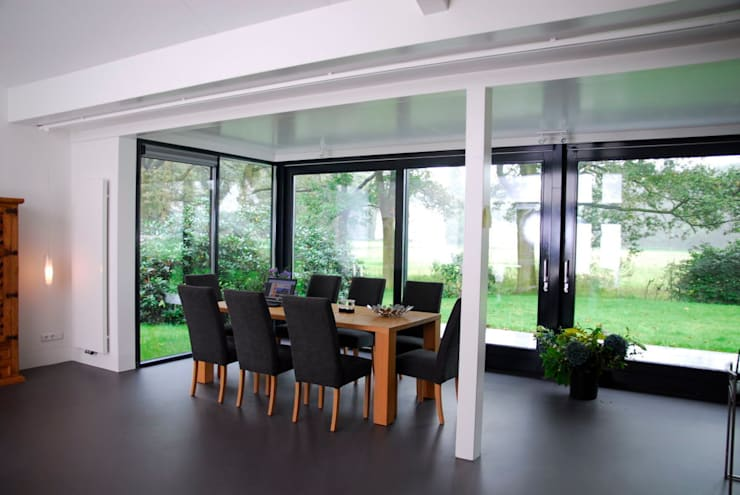 Dining room by Villa Delphia