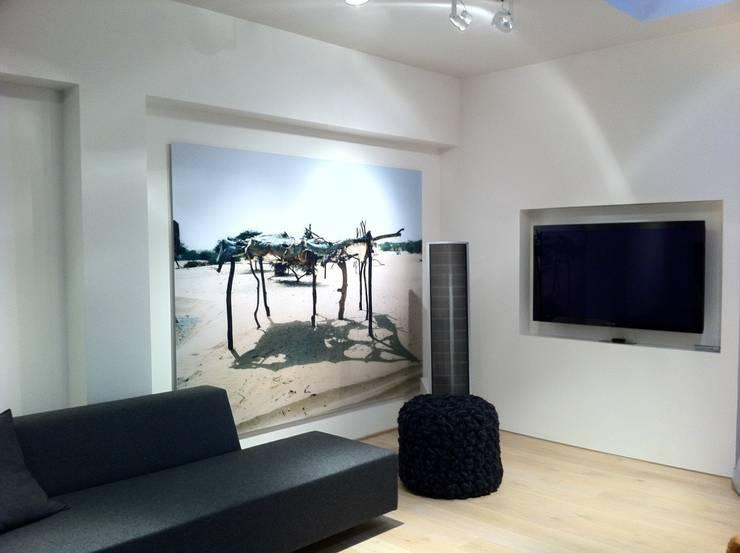 Home Cinema: Salle multimédia de style  par Custom Cinema