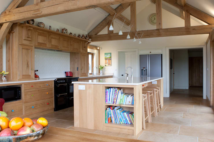 Fitted Oak Kitchen: classic Kitchen by David Holliday Kitchens
