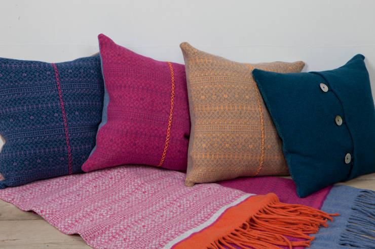 Soggiorno in stile in stile Scandinavo di Suzie Lee Knitwear