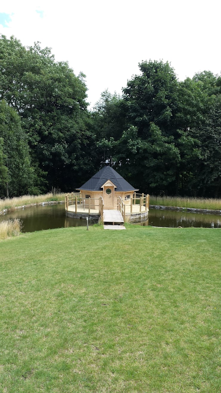 The ultimate mancave! THis was constructed for a customer on his private lake at his home in South Cornwell. :  Garden by Arctic Cabins