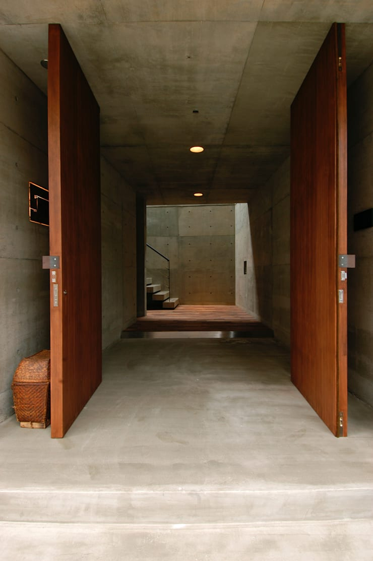 Corridor & hallway by 井上洋介建築研究所