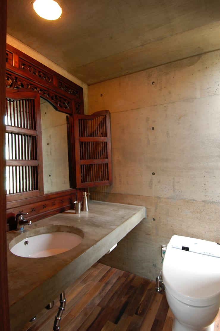 Bathroom by 井上洋介建築研究所