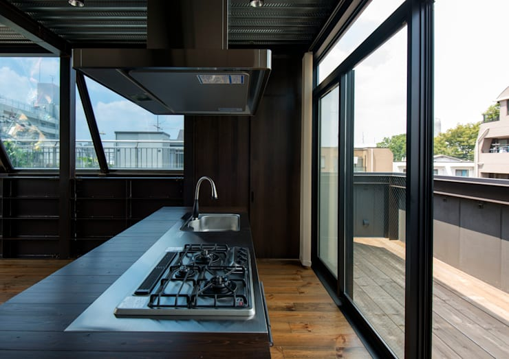 A-sign Building: 井上洋介建築研究所が手掛けたキッチンです。