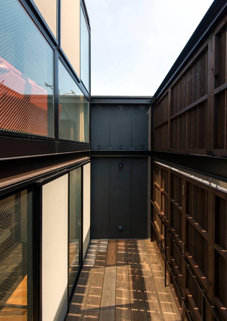 A-sign Building: 井上洋介建築研究所が手掛けたテラス・ベランダです。