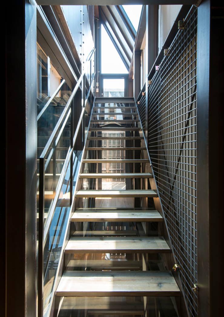 A-sign Building: 井上洋介建築研究所が手掛けた廊下 & 玄関です。