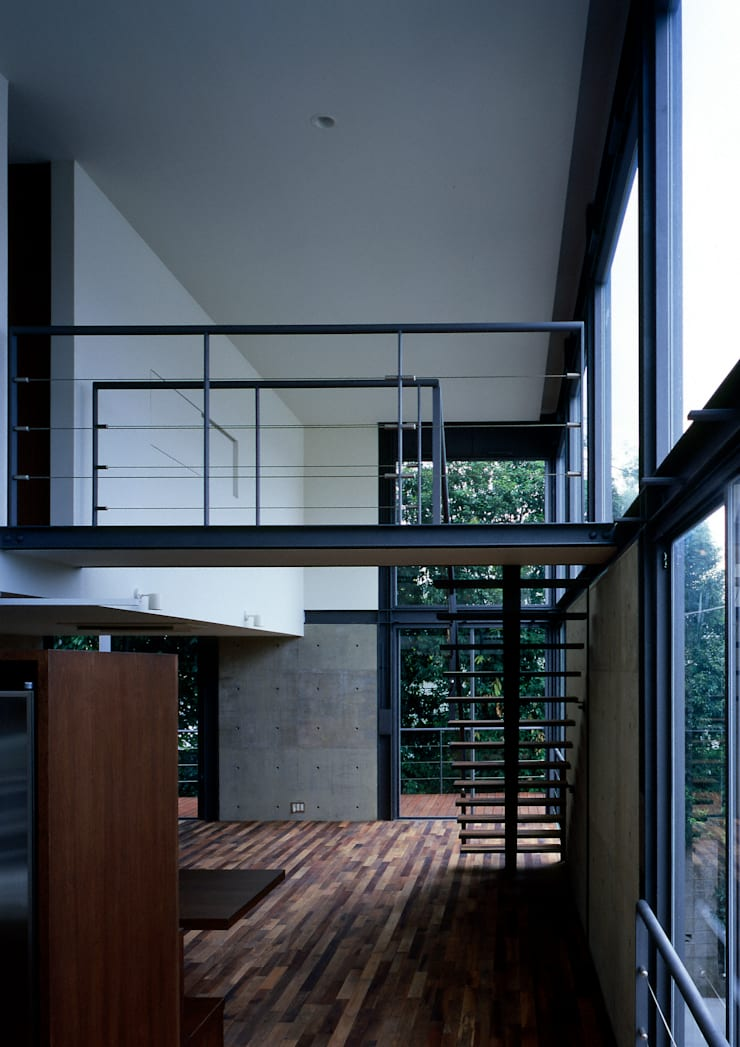 Living room by 井上洋介建築研究所