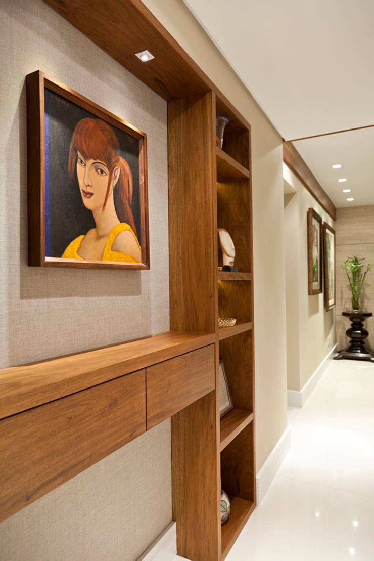 Apartamento Tito Livio: Corredores e halls de entrada  por Mariana M Simoes arquitetura conceitual