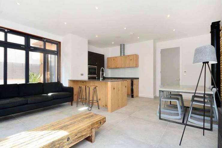 Ruang Keluarga by Terry Design