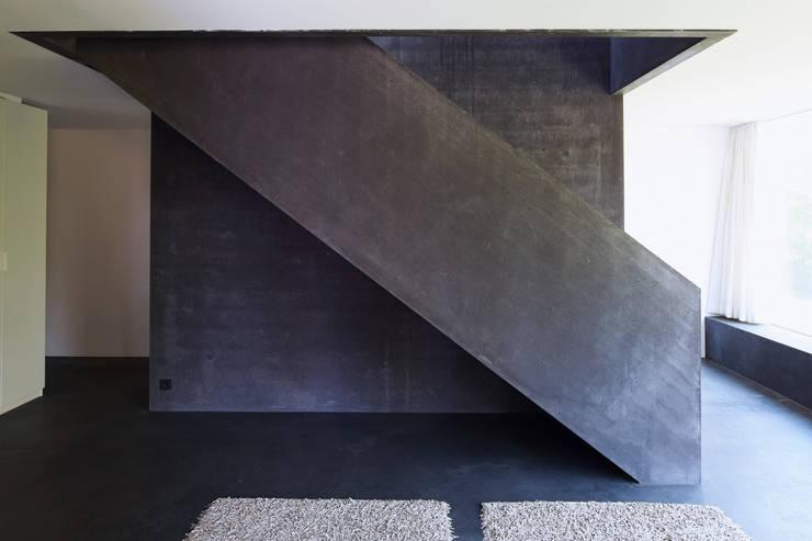 Einfamilienhaus D:  Flur & Diele von Architekturbüro Dongus