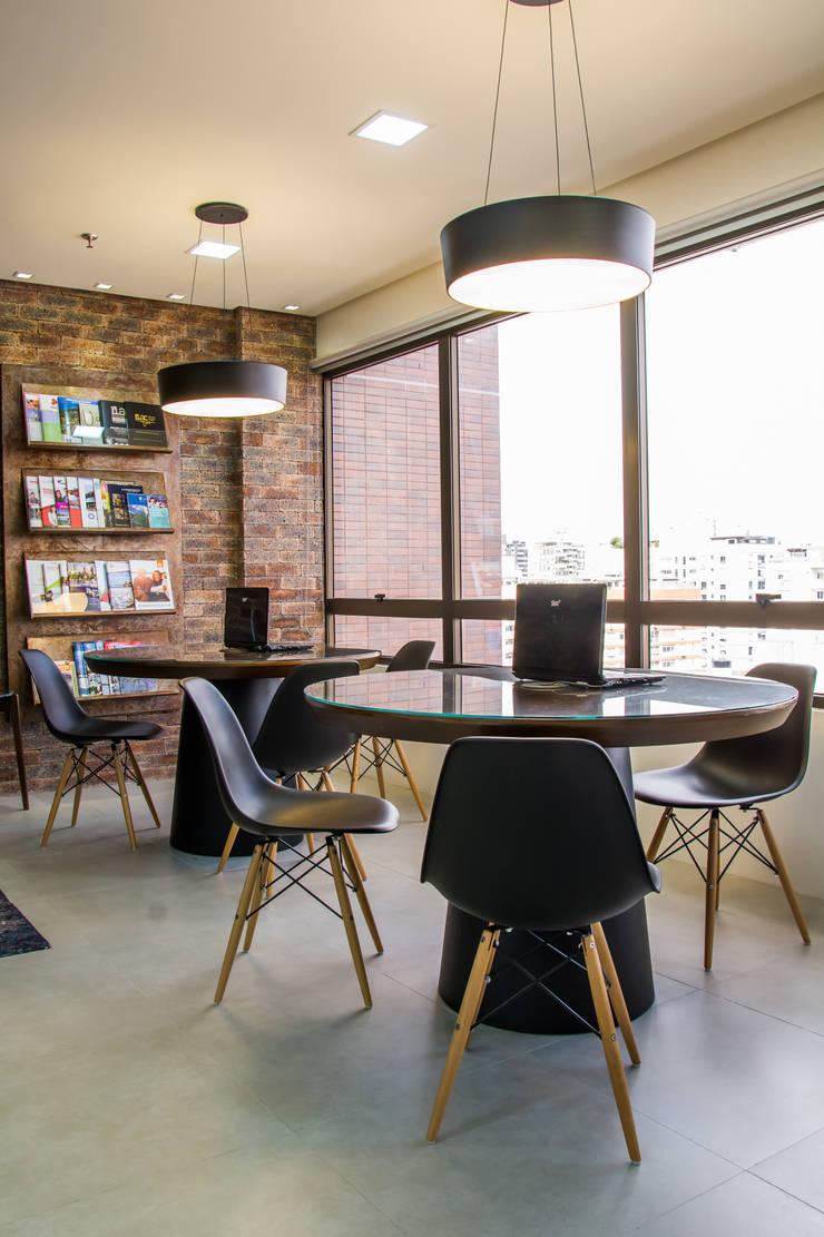 Agencia de Viagens: Escritórios  por Mariana M Simoes arquitetura conceitual