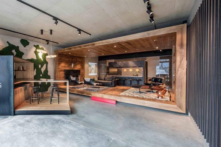 Showroom design - Hakwood Studio Tirol:  Winkelruimten door Standard Studio - Amsterdam, Industrieel