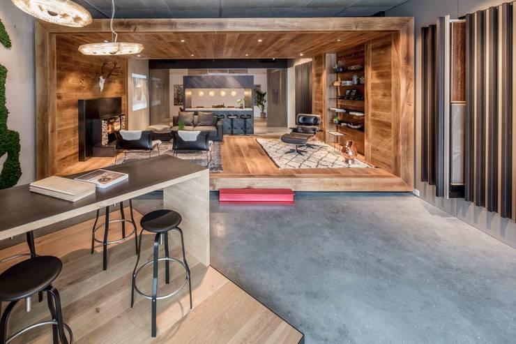 Showroom design – Hakwood Studio Tirol:  Kantoor- & winkelruimten door Standard Studio - Amsterdam, Industrieel