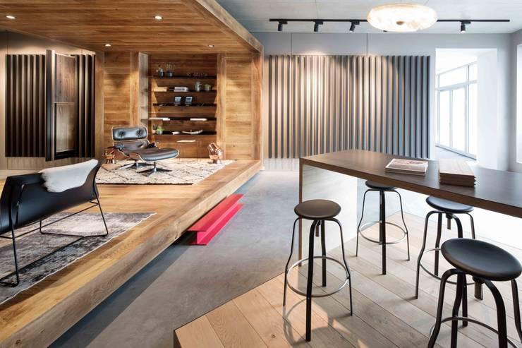 Showroom design – Hakwood Studio Tirol:  Winkelcentra door Standard Studio - Amsterdam, Modern