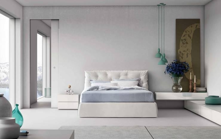 Impunto Maxi Bed:  Bedroom by Campbell Watson