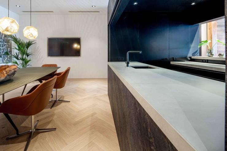 Showroom design – Hakwood Studio Tirol:  Scholen door Standard Studio - Amsterdam, Industrieel