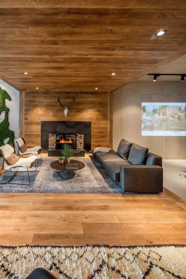 Showroom design – Hakwood Studio Tirol:  Exhibitieruimten door Standard Studio - Amsterdam, Eclectisch